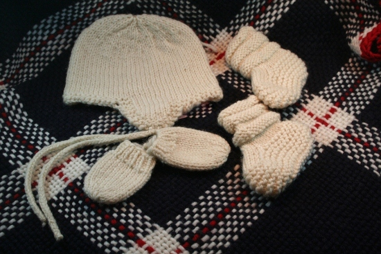 Click to enlarge 3-6 Month Hat, Booties and Mittens
