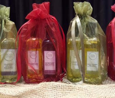 Click to enlarge Lemon Basil Garlic Olive Oil and Blueberry Lemon Thyme Vinegar Gift Bag