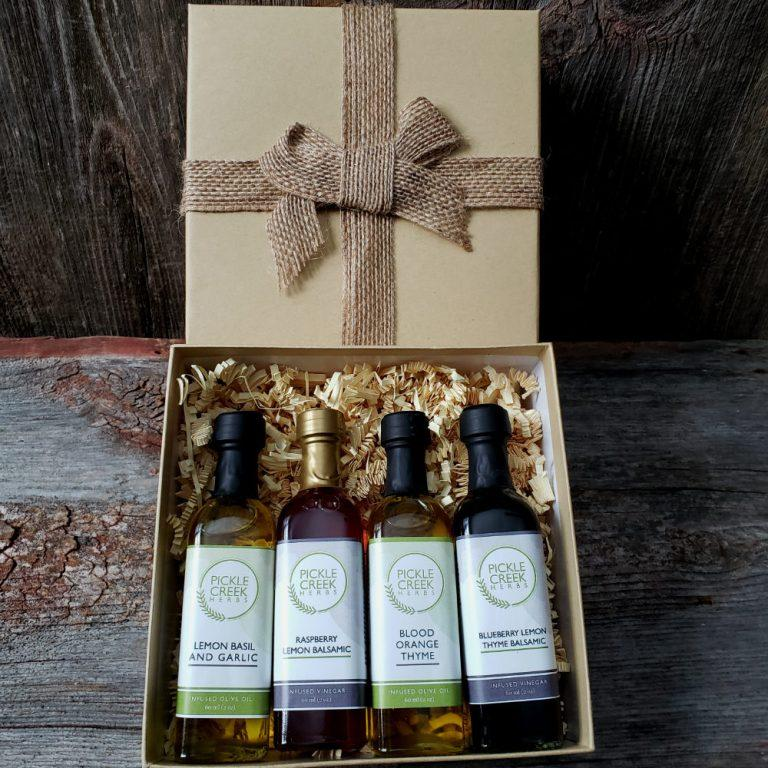 Click to enlarge Salad Lovers Olive Oil & Balsamic Vinegar Gift Box