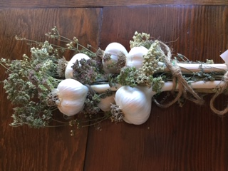 Click to enlarge Garlic Bundles with dried herbs (Large)